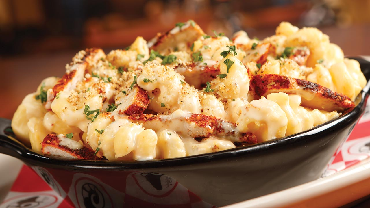 picture of mac and cheese with chicken